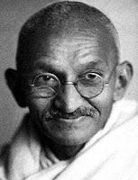 """""""Дело не в том, что мы не знали, как изобрести машины, но наши предки понимали, что если мы изобретем их, то станем рабами, утратим свой нравственный облик. После долгого размышления они решили, что мы должны трудиться только с помощью своих рук и ног"""" (М. Ганди)"""