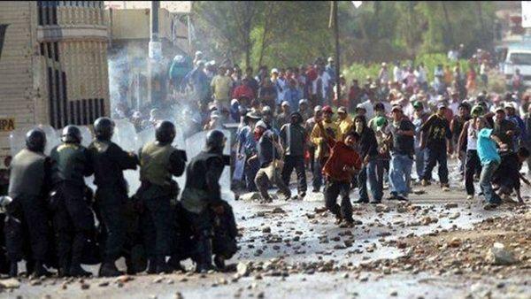 Reprimen a manifestantes que rechazan proyecto minero en Perú