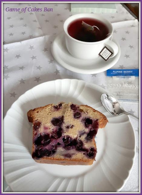 Merienda a base de Bizcocho de arándanos y nata agria y té Twoleaves