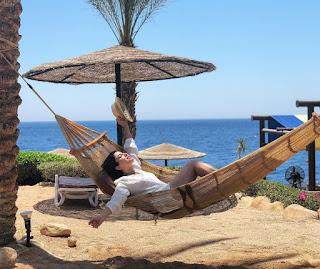 سارة أبي كنعان بلباس البحر في شرم الشيخ... تستمتع بأشعة الشمس (صورة)