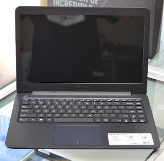 Laptop ASUS E402YA-GA202T Baru di Malang