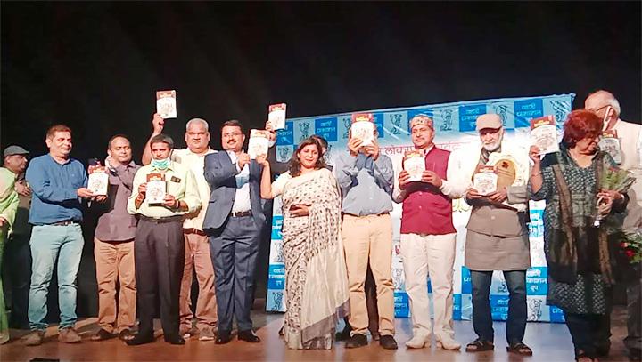 बालेन्दु द्विवेदी के दूसरे उपन्यास 'वाया फुरसतगंज' का विमोचन और मंचन