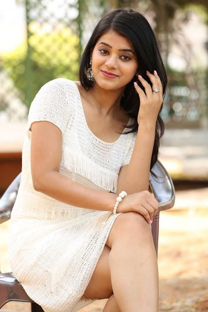 Actress Yamini Bhaskar Photo Gallary Actress Trend