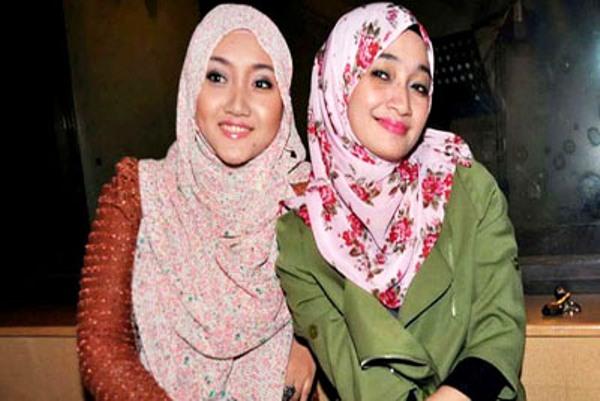 artis berhijab cantik di indonesia
