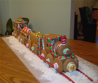 15 Creative and Unusual Gingerbread Creations (15) 14