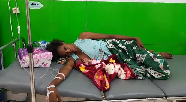 Satgaskes TNI Selamatkan Nyawa Seorang Ibu