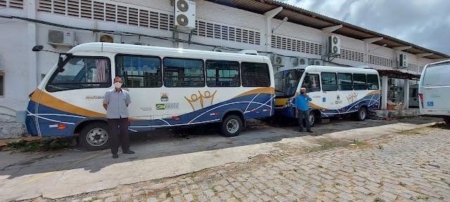 Chegada de dois micro-ônibus adaptados vai melhorar atendimento as pessoas com deficiência atendidos pelos programas sociais da Semtas