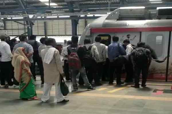 women-jump-metro-train-killed-ajraunda-metro-station-news-faridabad