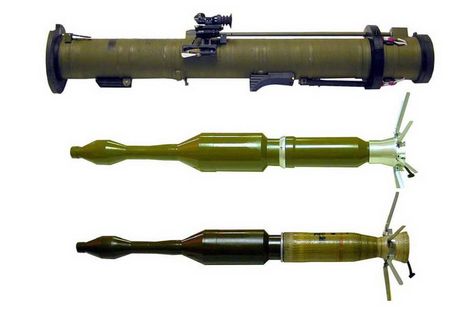 РПГ-28 і варіанти ПГ-28 зі сталевим та пластиковим корпусом двигуна (Фото: НВО «Базальт»)