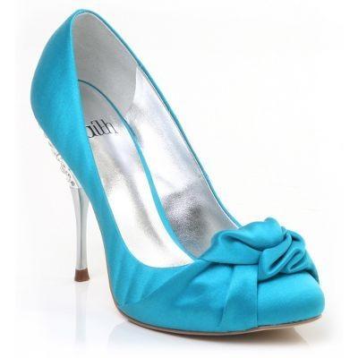 47b31f7da Os calçados para debutantes 2013 podem ser encontrados com diversos  modelos, são eles: Peep Toes, Sandálias, ...