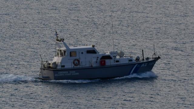 Ακυβερνησία θαλαμηγού με 11 επιβαίνοντες ανοιχτά της Αίγινας