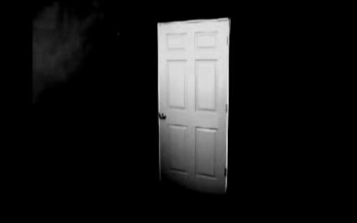 muerte vida luz puerta miedo temor oscuridad malpresagio