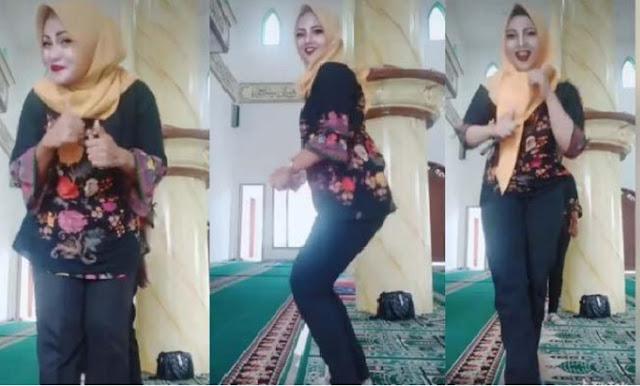 Keterlaluan! Tiga Ibu-Ibu Berhijab Joget TikTok di Dalam Masjid