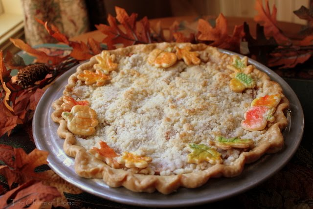 Apple Crumb Pie: The Charm of Home
