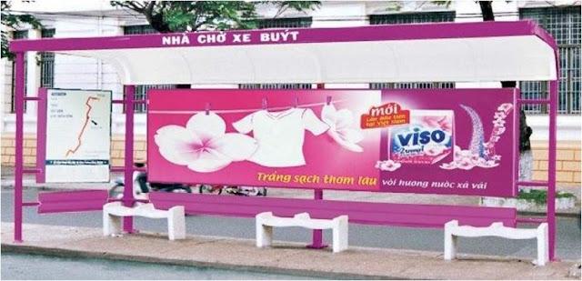 Banner dán trên các xe oto như taxi, xe buýt, và nhà chờ bến xe buýt