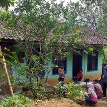 Diteror 'Makhluk Gaib', Penghuni Rumah Horor di Cianjur Diungsikan