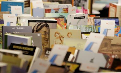 sastrawan perempuan, penulis perempuan indonesia, lahirnya sastra indonesia, perenulis perempuan, ayu utami, jenar mahesa ayu, nh. dhini, abidah el khaelieqy, sosiologi sastra, sastra, penulis, sastrawan