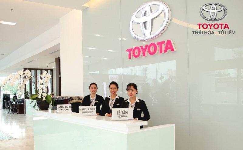 Nhân viên lễ tân tại Toyota Việt Nam