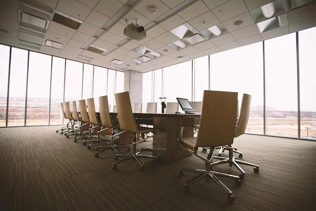 architettura-uffici-vetrate-luce-pareti-vetrate