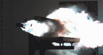 China prueba enorme cañón electromagnético en un buque de guerra