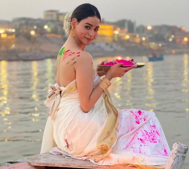 soundarya sharma holi at banaras ganga ghat in backless blouse photos goes viral