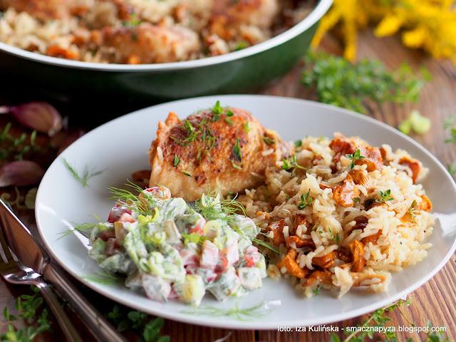 kawalki kurczaka, kurczak z patelni, ryz, kurki, grzyby, z grzybami, danie jednogarnkowe, obiad, mieso, drob, udka, udziki