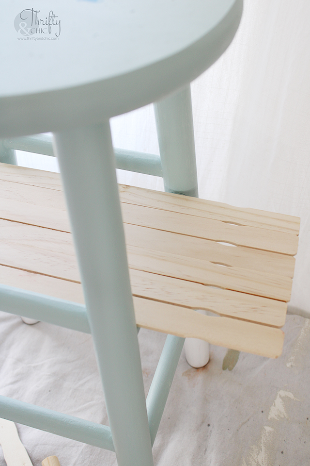 spring front porch decorating ideas. Front porch furniture. Front porch decor. Repurposed stool. How to paint outdoor furniture. Best outdoor paint.