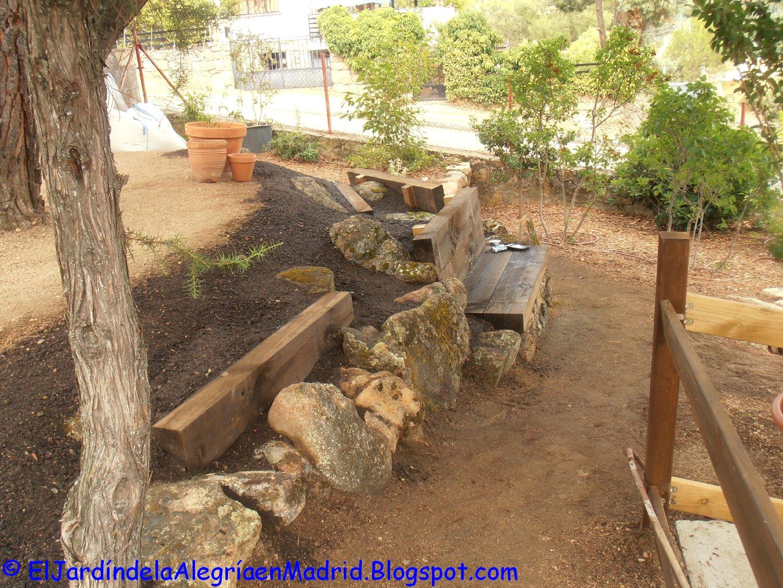 El jard n de la alegr a rocalla con bancos de piedra y - Piedra para jardineria ...