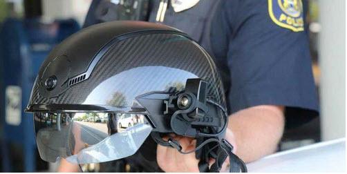 """Robocop está aquí: nuevo escaneo de casco de policía """"inteligente"""" para COVID-19 y utiliza reconocimiento facial"""