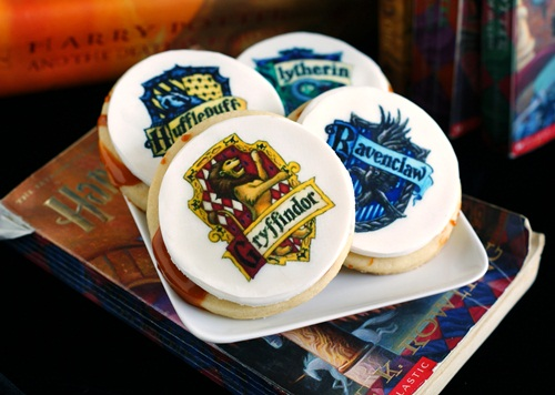 Harry Potter house crest cookies  - buttebeer flavored