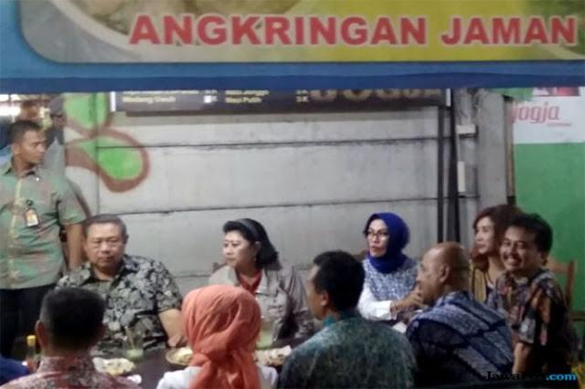 Singgah Makan di Angkringan 'Jaman Edan', Ini Kata SBY