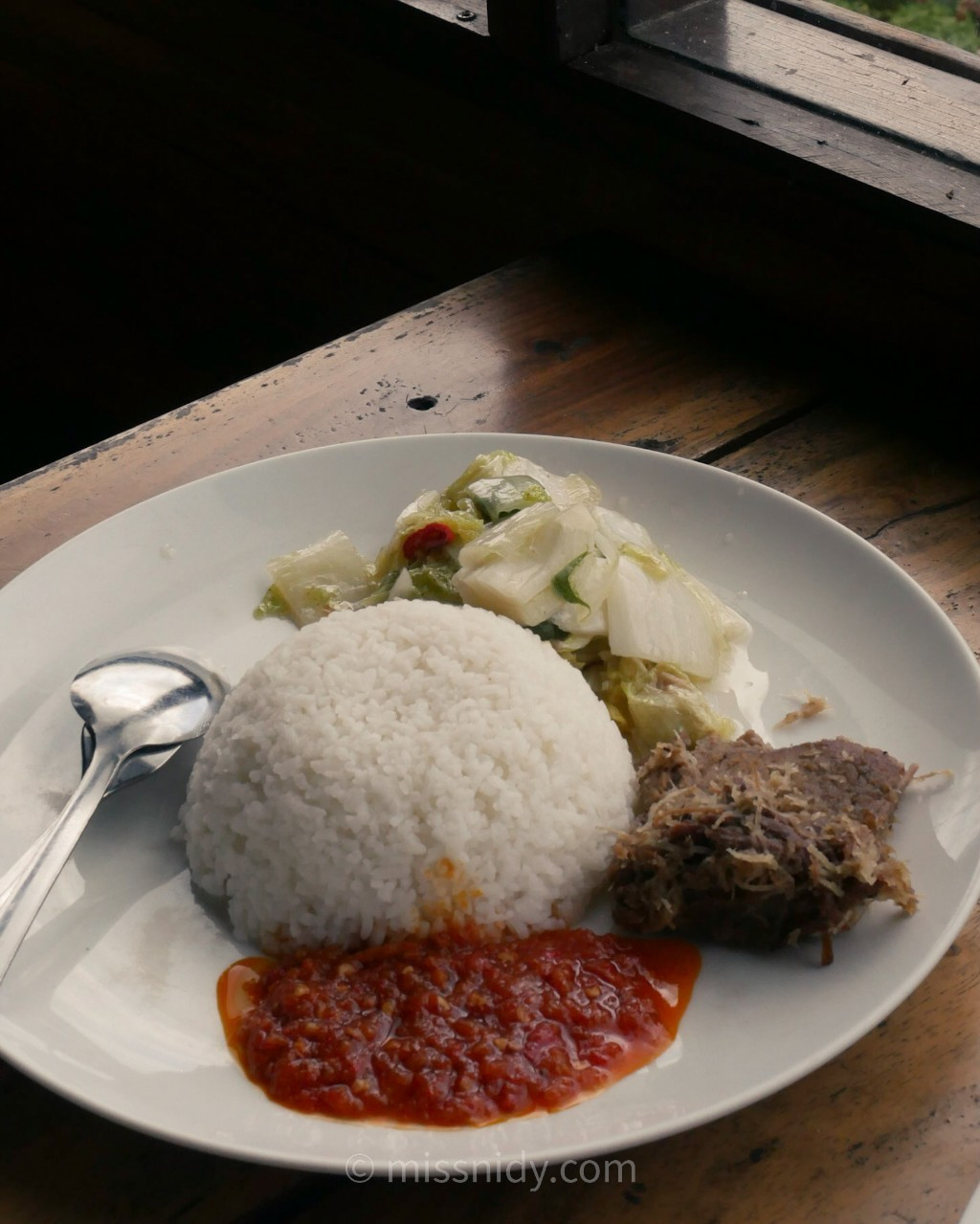 harga makanan di phinisi resto rancabali bandung
