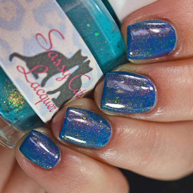 sassy-cats-lacquer-ocean-wildfires-topper-blue-base-3-low-light-angle