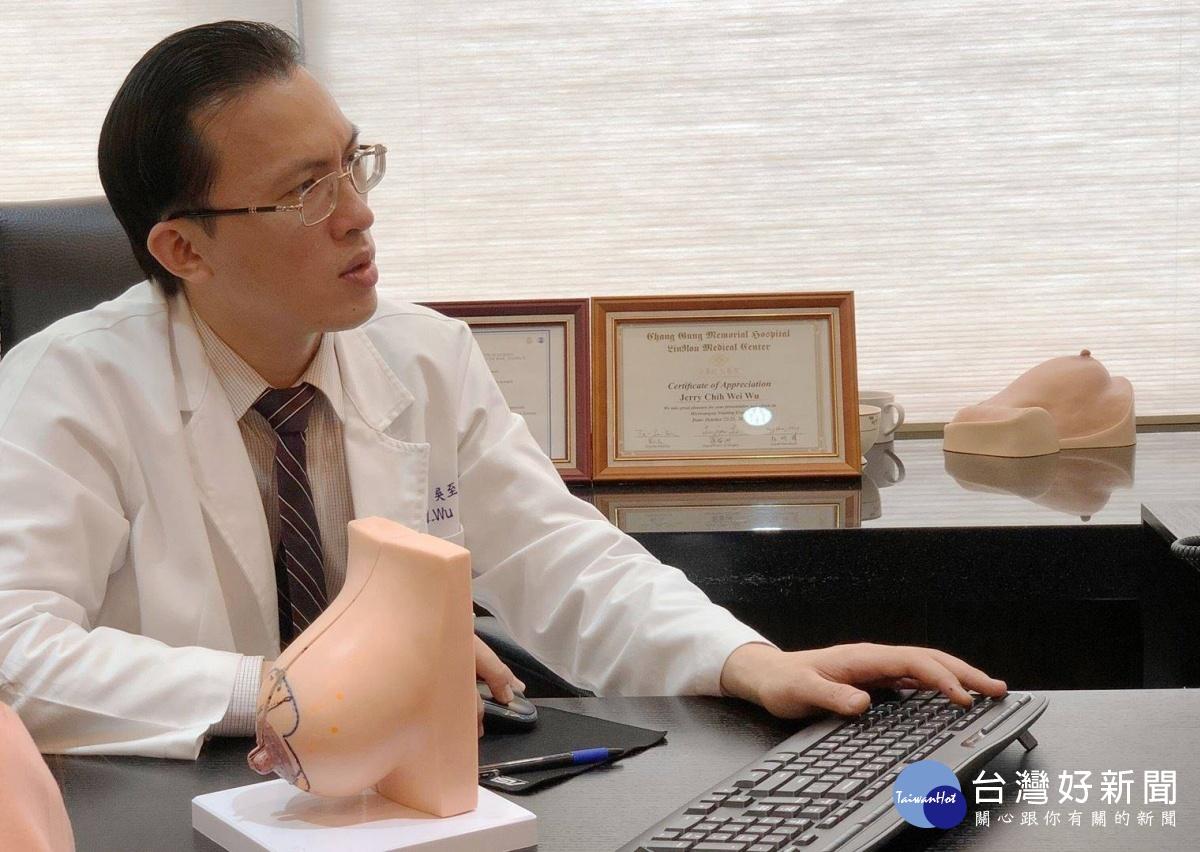 吳至偉醫師說明縮胸手術的好處與風險