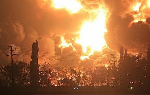 Kilang minyak Pertamina Di Indramayu Mengalami Kebakaran Besar