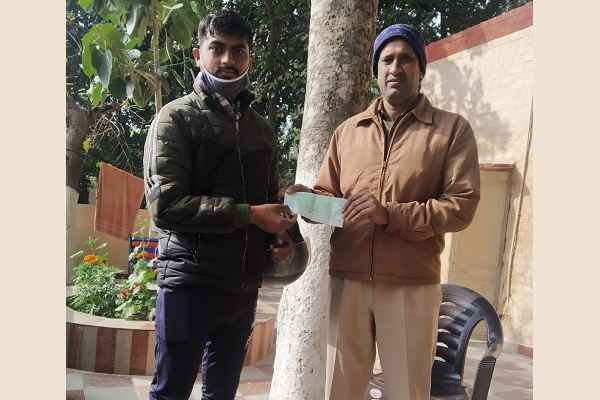 faridabad-police-return-missing-cheque-to-owner