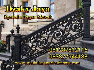 Contoh railing tangga tempa dari bahan baku besi tempa untuk rumah klasik mewah.