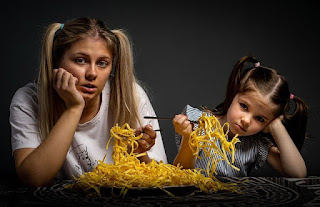 mother-daughter-eating-sad-mom