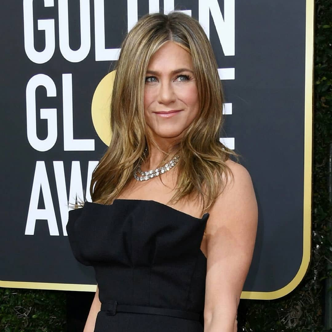 Jennifer Aniston wows in strapless black gown