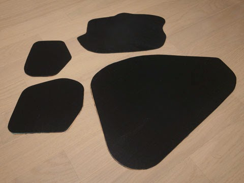 la100sムーヴカスタムデッドニング 型紙を元にFD-Y100制振材を切り出します。