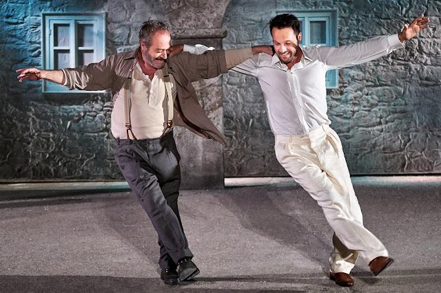 """Καταχειροκροτήθηκε ο  """"Αλέξης Ζορμπάς"""" στο αρχαίο θέατρο Άργους"""