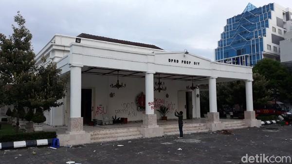 Dirusak Massa Demo Tolak Omnibus Law, Kantor DPRD DIY Ditutup 3 Hari
