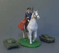cake topper sposi a cavallo esercito carri armati statuine sposi orme magiche
