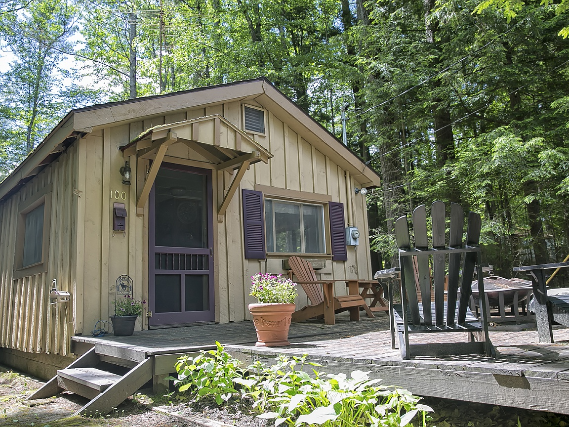 Sweet House Dreams: 1950 Tiny Cabin in Lake Luzerne, New York