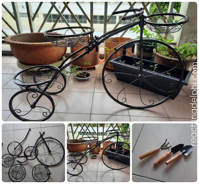 Tricycle, racks