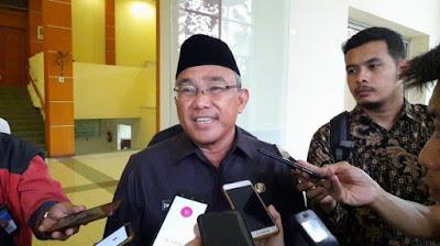 Walikota Depok, M. Idris Abdul Shomad saat memberikan keterangan terkait naiknya dana Kinerja RT