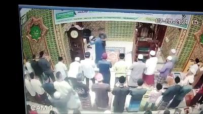 Viral Imam Masjid Diserang Pria Tak Dikenal Saat Pimpin Salat Subuh
