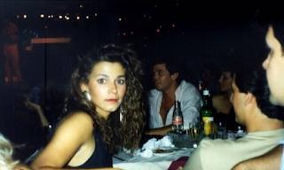 Αναγνωρίζετε την πασίγνωστη Ελληνίδα τραγουδίστρια της φωτογραφίας; ΕΙΚΟΝΕΣ