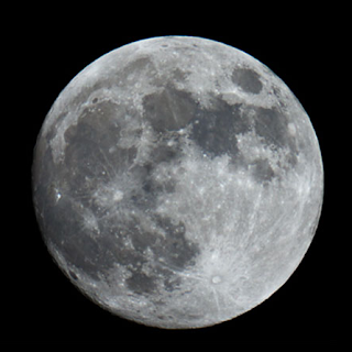 Moon at perigee but at furthest distance from Earth