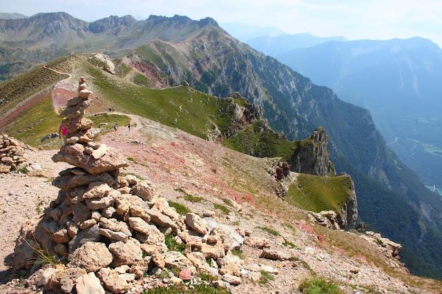 Cairn dans la descente du Grand Morgon, Hautes Alpes, France